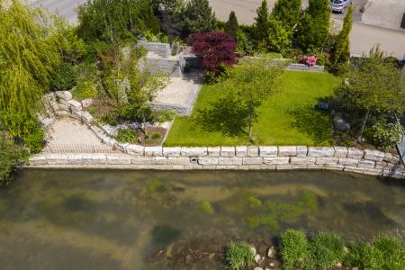 rebau-Referenzprojekte - Aussenanlagen - Uferbefestigung mit Natursteinen