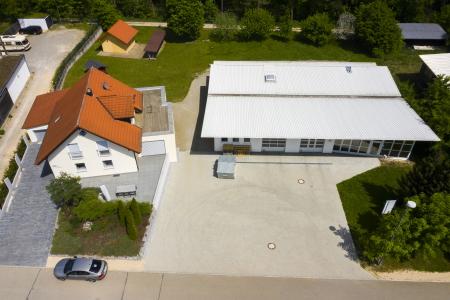 rebau-Referenzprojekte - Aussenanlagen - Zufahrt Wohnhaus und Pflasterfläche Geschätfsgebäude