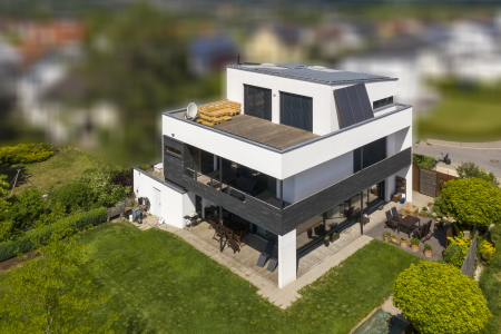 rebau-Referenzprojekte - Wohnungsbau - Einfamilienhaus mit Flachdach und Dachterrasse