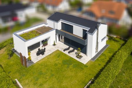 rebau-Referenzprojekte - Wohnungsbau - Einfamilienhaus mit Satteldach als Winkelbau