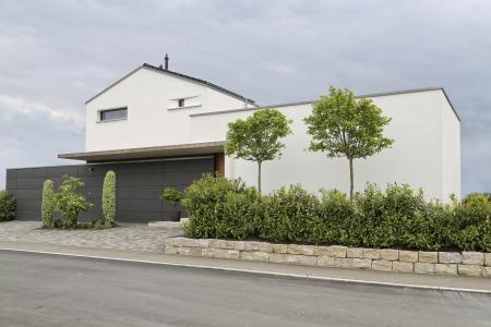 rebau-Referenzprojekte - Wohnungsbau - Einfamilienhaus mit Satteldach und Garage