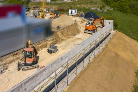 rebau-Referenzprojekte - Erdbewegungen - Hinterfüllen Stützwand Gewerbebau, Sigmaringen