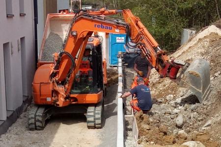 rebau-Referenzprojekte - Erdbewegungen - Hinterfüllen Winkelsteinmauer
